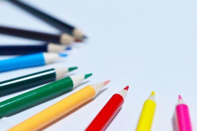 「色鉛筆」が削った状態で売られているのは何故?-その意外な理由