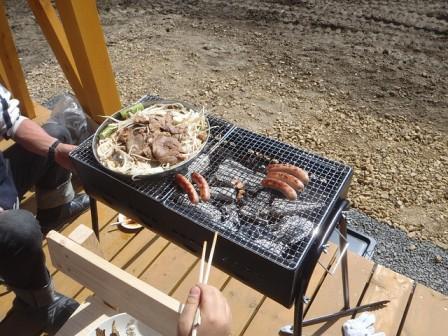 羊の肉を使った焼肉料理を、何故「ジンギスカン」と言う?