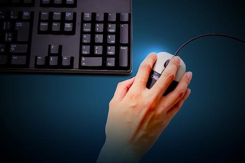 クリック マウス キーボード 手