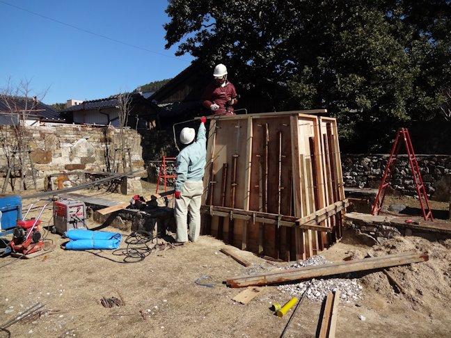 銅像の台座 基礎工事中
