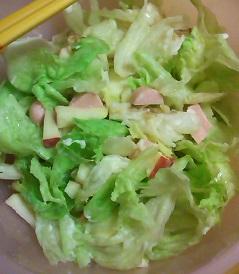 庶民の友、魚肉ソーセージサラダ