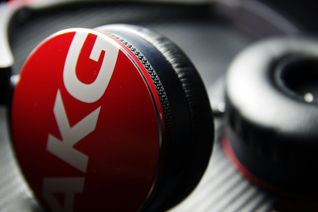 AKG_Y50_03.jpg