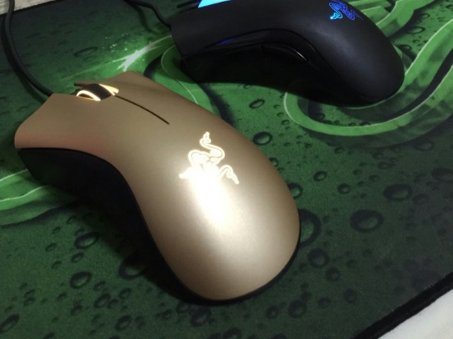 DeathAdder_Gold_03.jpg