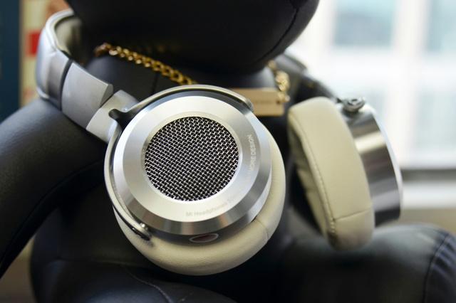 Mi_Headphones_Silver_01.jpg