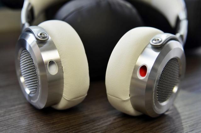 Mi_Headphones_Silver_02.jpg