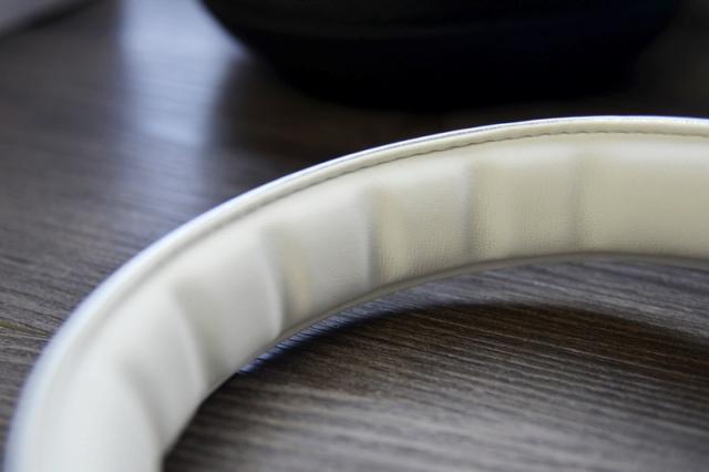 Mi_Headphones_Silver_04.jpg