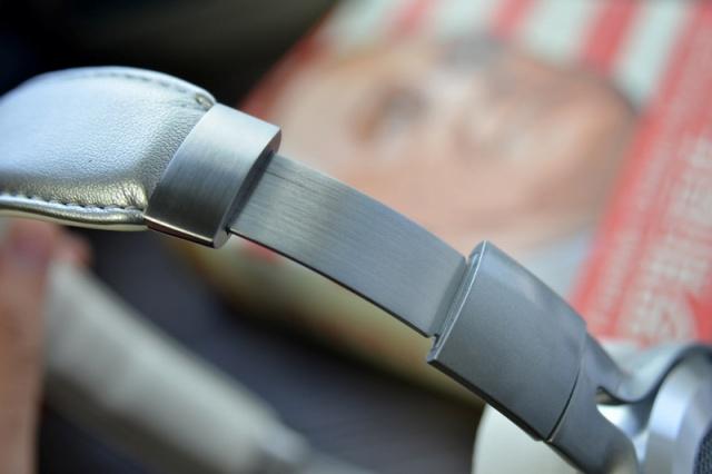 Mi_Headphones_Silver_05.jpg
