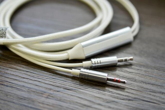 Mi_Headphones_Silver_06.jpg