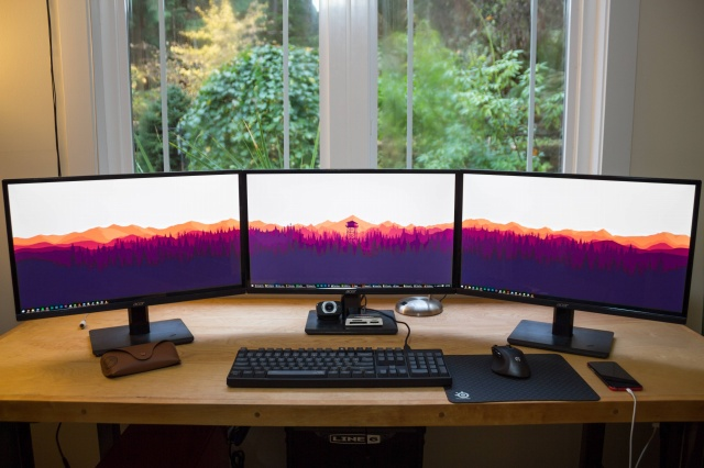PC_Desk_MultiDisplay58_01.jpg