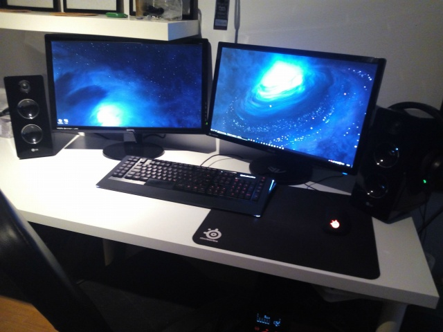 PC_Desk_MultiDisplay58_50.jpg