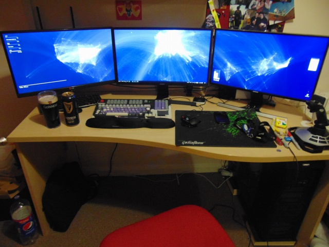 PC_Desk_MultiDisplay58_52.jpg