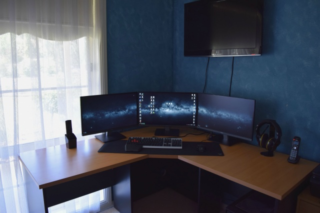 PC_Desk_MultiDisplay59_81.jpg