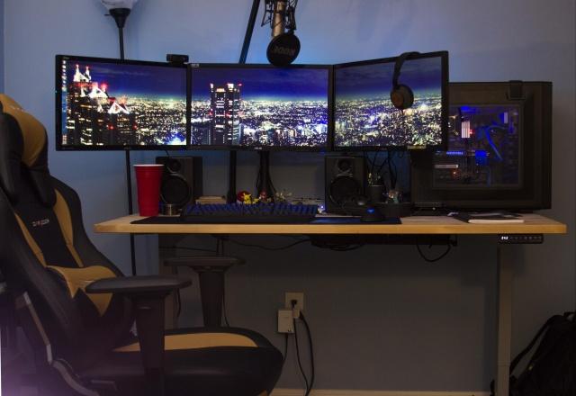 PC_Desk_MultiDisplay59_82.jpg
