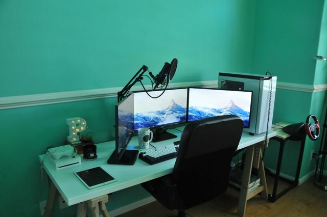 PC_Desk_MultiDisplay59_93.jpg