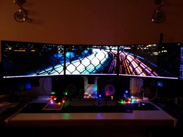 PC_Desk_MultiDisplay60_09.jpg