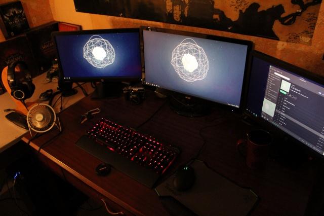 PC_Desk_MultiDisplay60_17.jpg