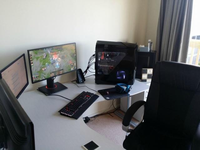 PC_Desk_MultiDisplay60_44.jpg