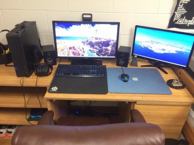 PC_Desk_MultiDisplay60_64.jpg