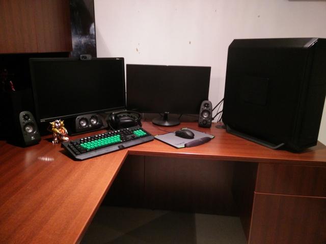 PC_Desk_MultiDisplay60_83.jpg