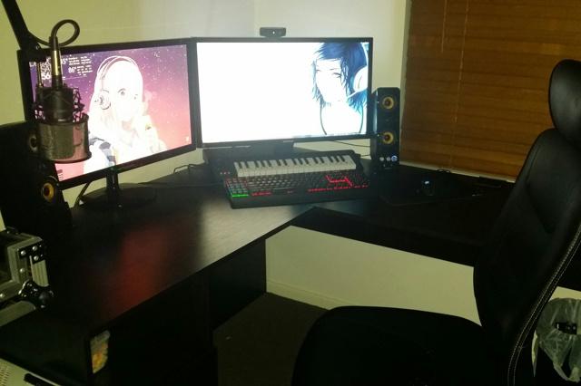PC_Desk_MultiDisplay60_87.jpg
