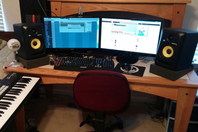 PC_Desk_MultiDisplay60_97.jpg