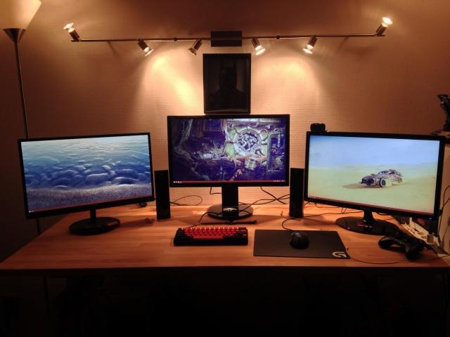 PC_Desk_MultiDisplay61_01.jpg