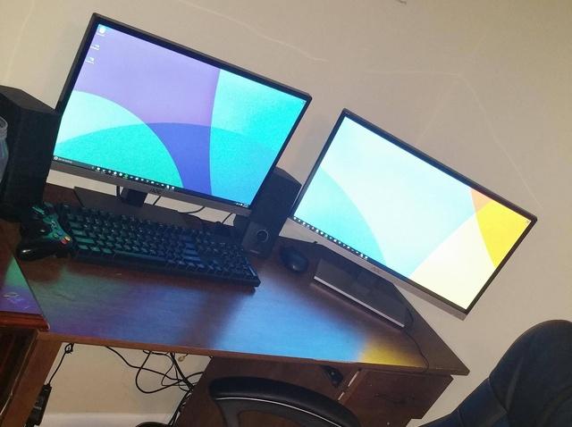 PC_Desk_MultiDisplay62_04.jpg