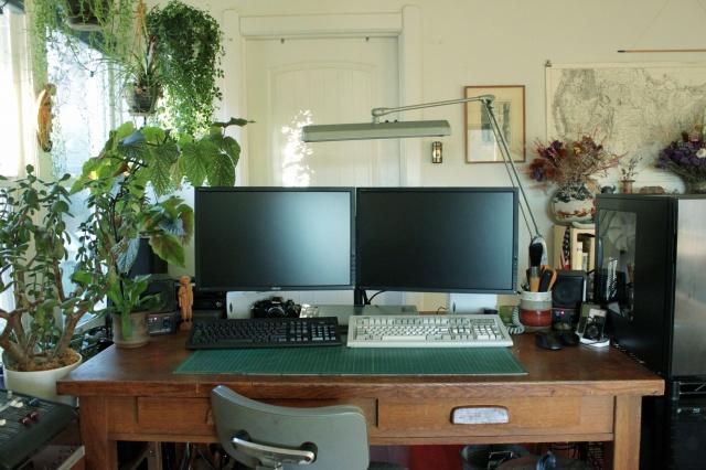 PC_Desk_MultiDisplay62_14.jpg