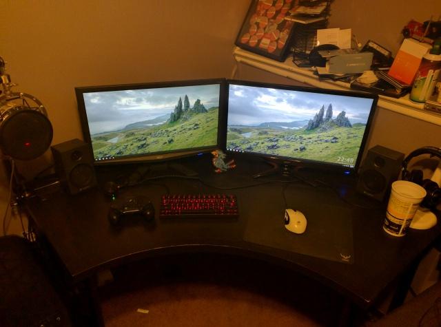 PC_Desk_MultiDisplay62_34.jpg