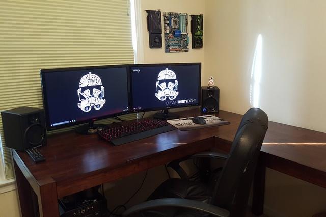 PC_Desk_MultiDisplay62_41.jpg