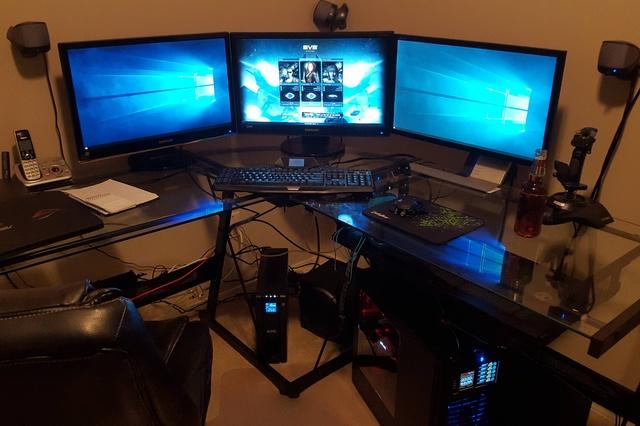 PC_Desk_MultiDisplay62_44.jpg