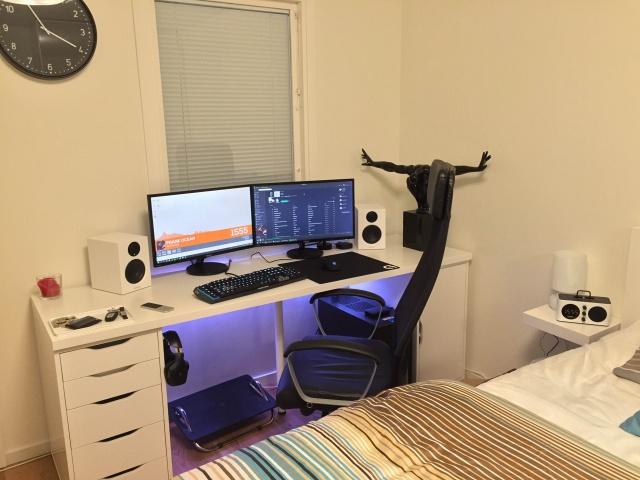 PC_Desk_MultiDisplay62_45.jpg