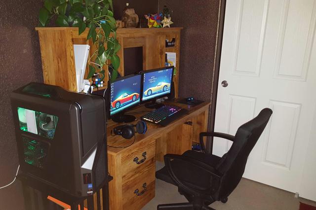 PC_Desk_MultiDisplay62_51.jpg