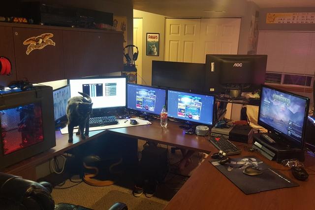 PC_Desk_MultiDisplay62_54.jpg