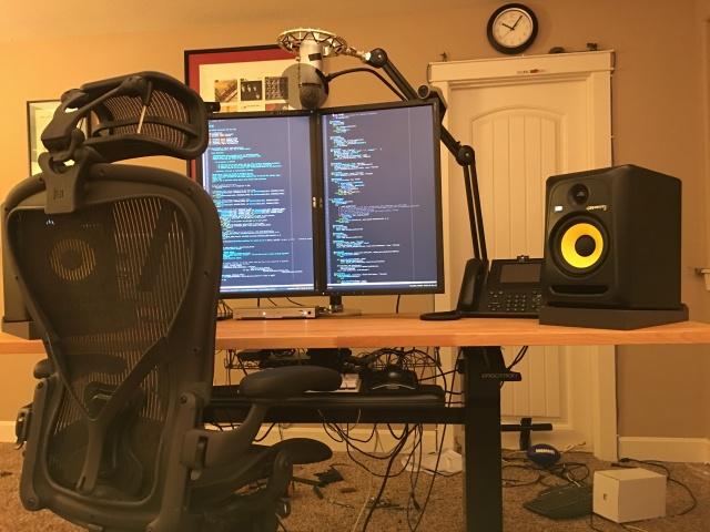PC_Desk_MultiDisplay62_62.jpg