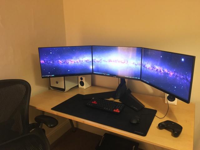 PC_Desk_MultiDisplay62_68.jpg