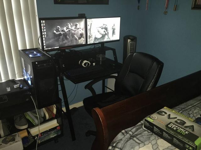 PC_Desk_MultiDisplay62_70.jpg