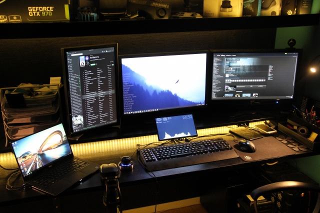 PC_Desk_MultiDisplay62_73.jpg