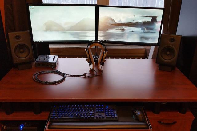 PC_Desk_MultiDisplay62_74.jpg