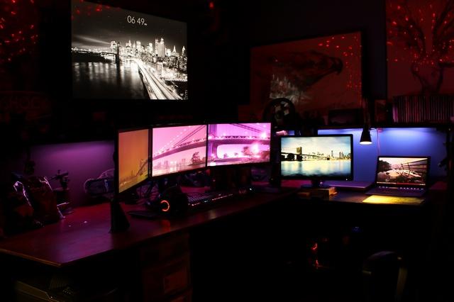 PC_Desk_MultiDisplay62_79.jpg