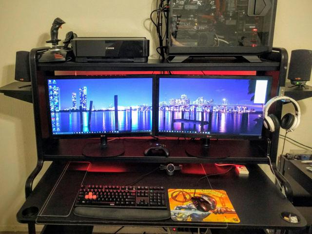 PC_Desk_MultiDisplay62_81.jpg