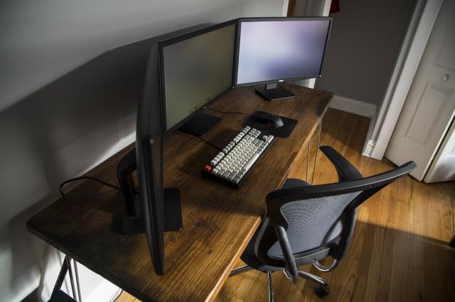 PC_Desk_MultiDisplay62_86.jpg