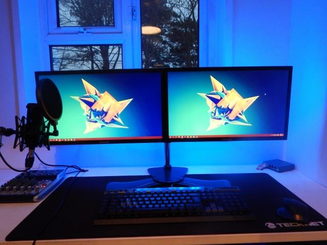 PC_Desk_MultiDisplay62_98.jpg