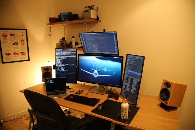 PC_Desk_MultiDisplay63_83.jpg