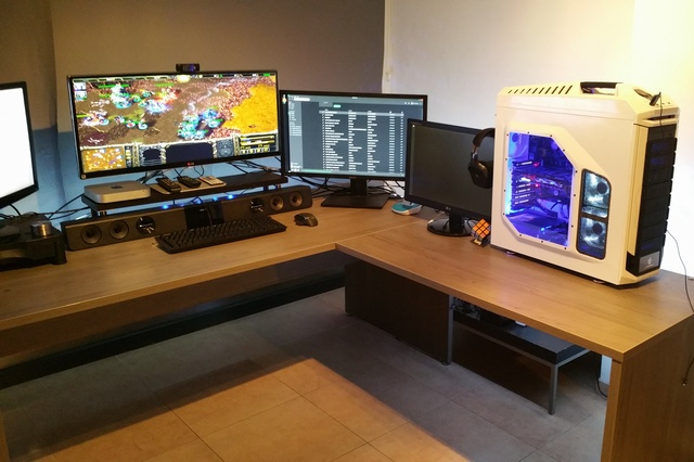 PC_Desk_UltlaWideMonitor07_10.jpg