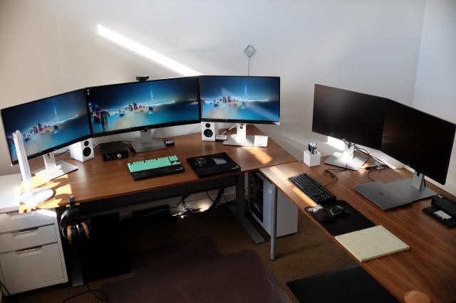 PC_Desk_UltlaWideMonitor07_11.jpg