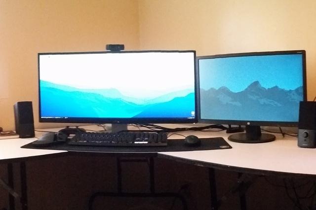 PC_Desk_UltlaWideMonitor07_12.jpg