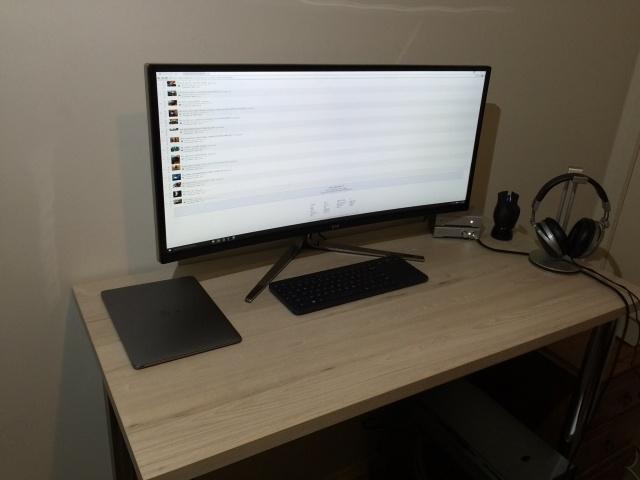 PC_Desk_UltlaWideMonitor07_15.jpg