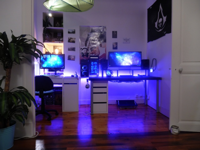 PC_Desk_UltlaWideMonitor07_31.jpg