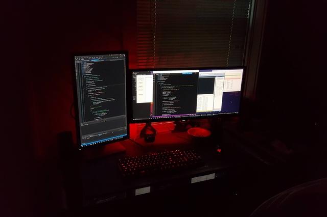 PC_Desk_UltlaWideMonitor07_50.jpg